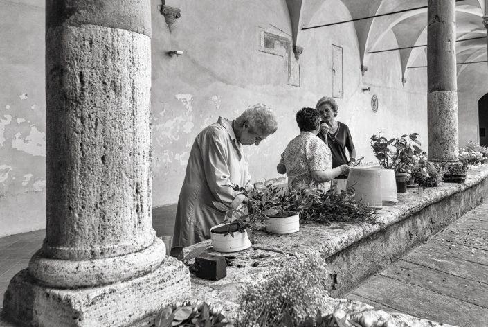 toscane-cloitre-dames-noir-et-blanc