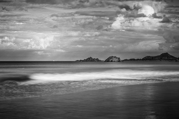 bretagne-mer-vague-noir-et-blanc