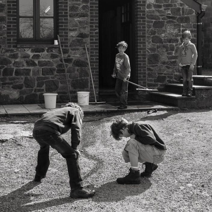 enfants-eau-scouts-noir-et-blan