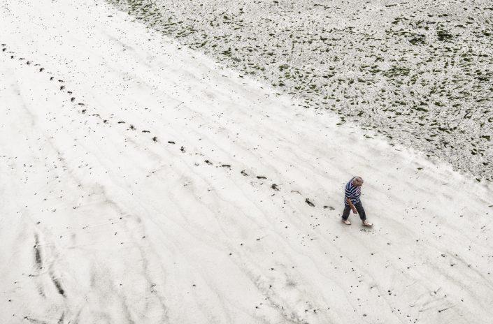 plage-sable-trace-homme-pas