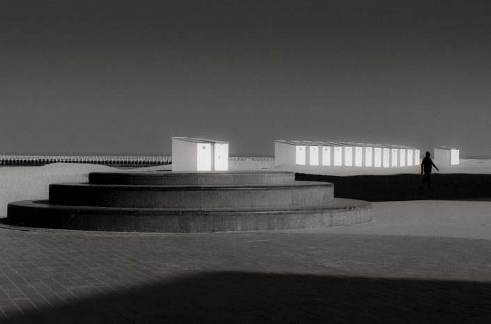 nieuport-cabines-mer-silhouette-noir-et-blanc