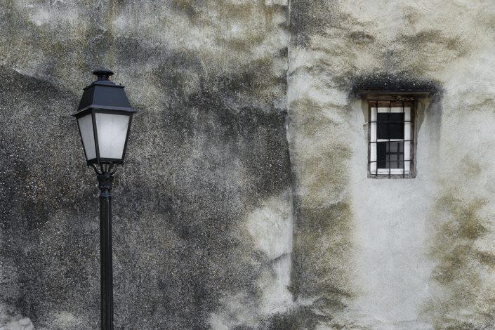 facade-lampadaire-carton-mur